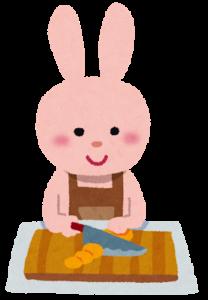 料理をしているうさぎの画像