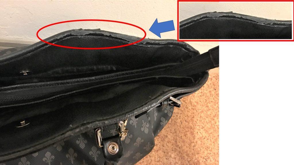 鞄のボロボロの合皮部分の画像