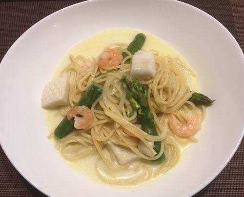 seafood cream pasta table
