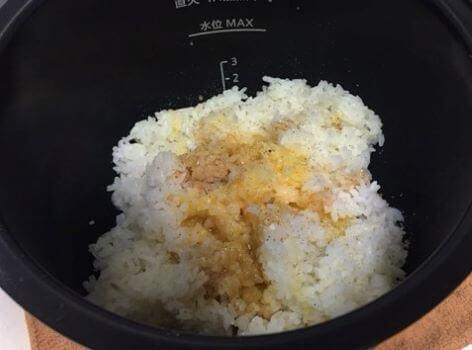 チャーハン調理前鍋の中