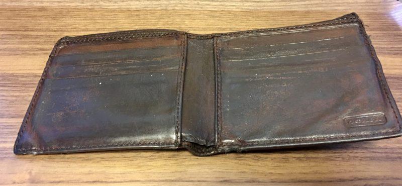COACHの補修前の財布の内側の写真