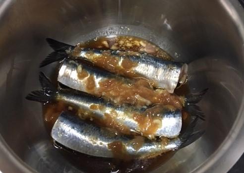 いわしの梅煮鍋の中