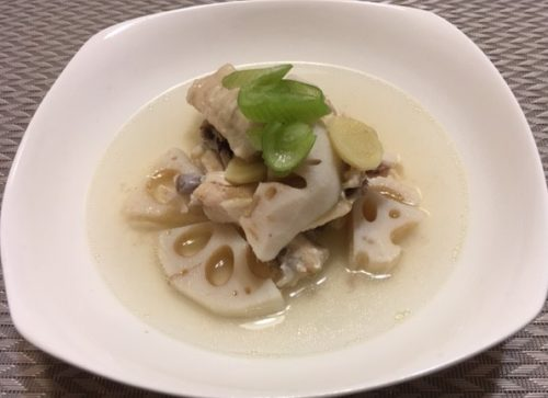 レンコンと鶏の中華スープ煮食卓1