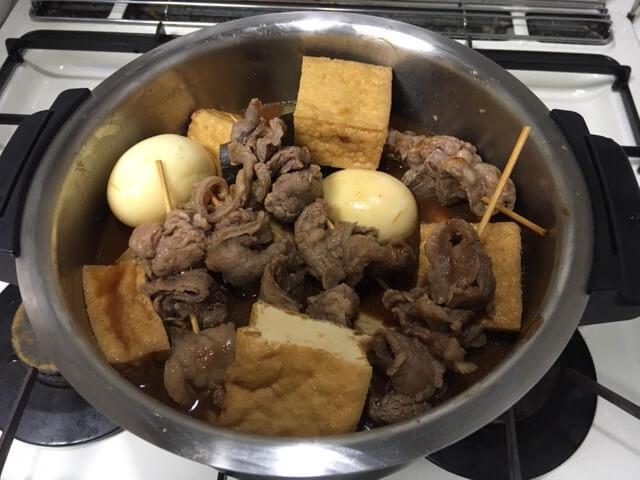 味噌煮込みおでん調理前鍋の中