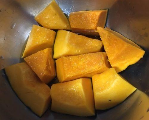 かぼちゃの煮物調理前鍋の中