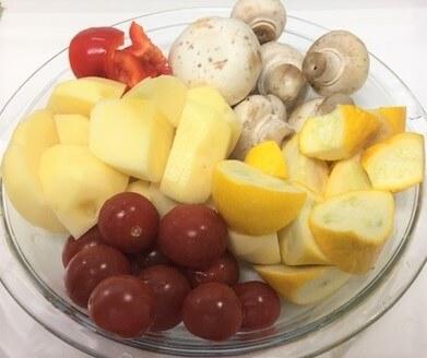 アヒージョ野菜を切る