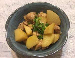 鶏とじゃがいもの炒め煮食卓