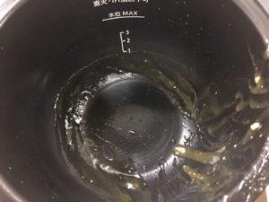 天津丼調理後鍋の中フッ素加工鍋