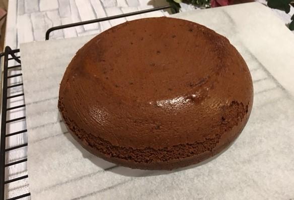 チョコレートケーキ焼き上がり