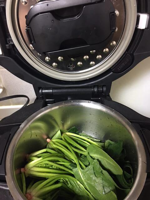 水を切らずにそのままホットクックの鍋へ入れる