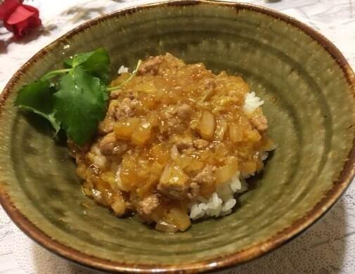 白菜と豚ひき肉のあんかけご飯食卓