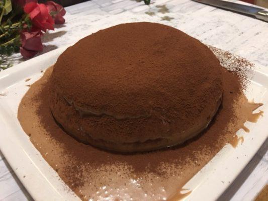チョコレートケーキ食卓1