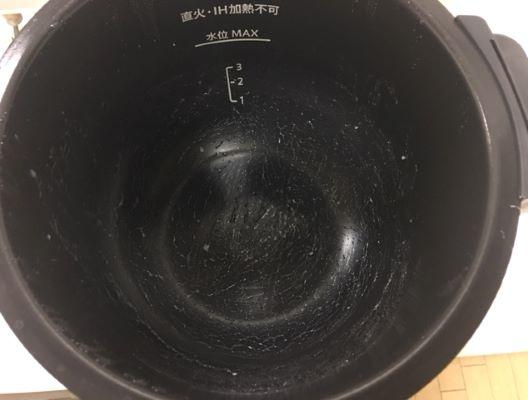 21フッ素加工鍋で炊いた白ご飯鍋底