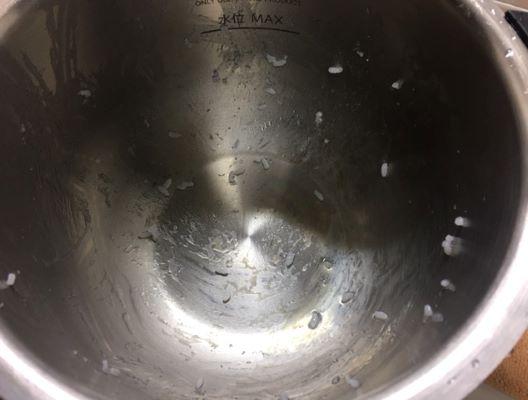 22ステンレス製内鍋で炊いた白ご飯鍋底