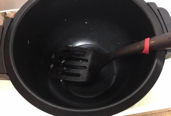 3フッ素加工鍋で作ったチャーハン鍋底
