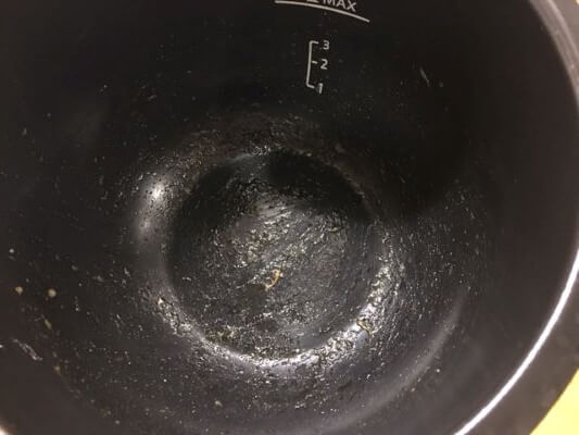 7フッ素加工鍋で作ったにんじんと豚肉の炒め物鍋底