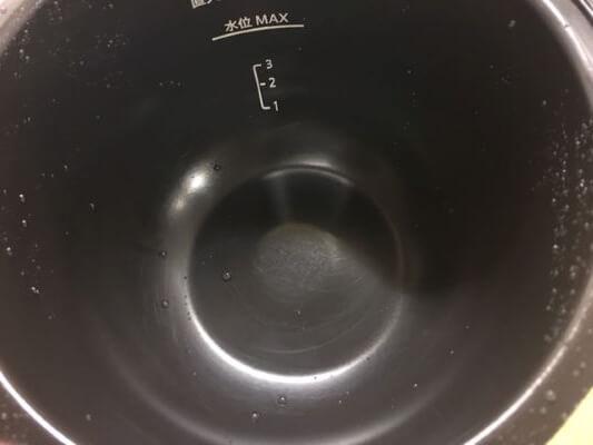 8フッ素加工鍋で作ったにんじん鍋底水洗い後