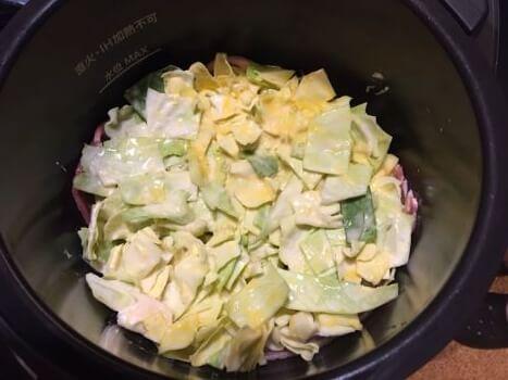 7お好み焼き風キャベツ焼き調理前鍋の中