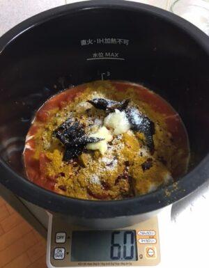 ルーを使わないチキンカレー調理前鍋の中